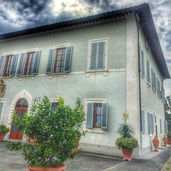 Photo taken at Villa Olmi Firenze by Carlo V. on 10/12/2015