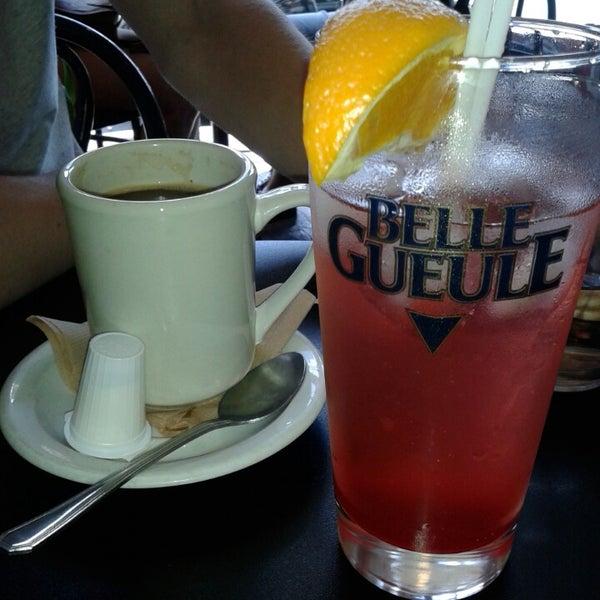 8/8/2014 tarihinde Stephanie L.ziyaretçi tarafından Café Lézard'de çekilen fotoğraf
