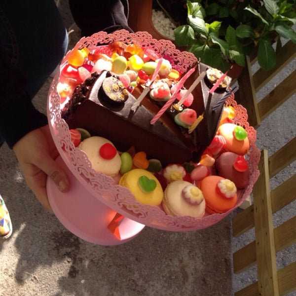 Foto diambil di Büyükada Şekercisi Candy Island Cafe Patisserie oleh Ceren C. pada 5/1/2015