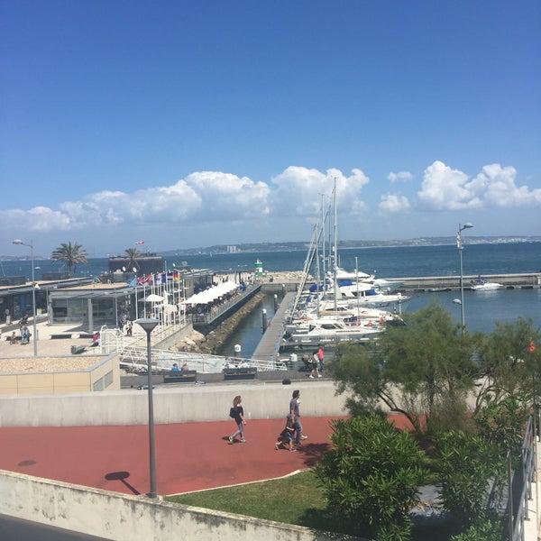 Foto tirada no(a) Porto de Recreio de Oeiras por Jaqueline C. em 5/26/2016