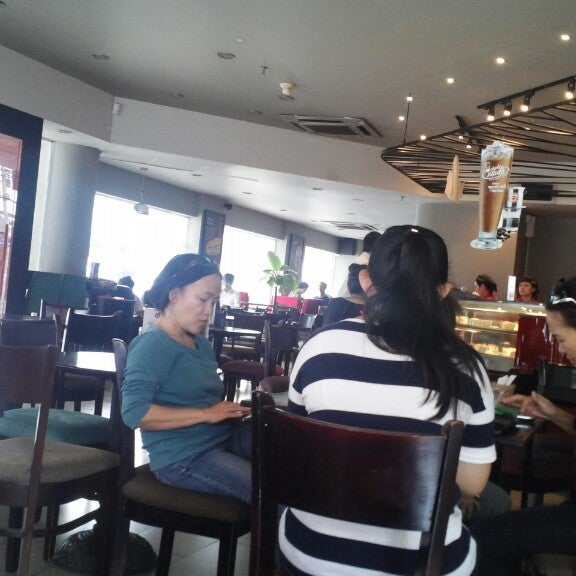 Photo taken at Highlands Coffee by Ceebla A. on 6/7/2014