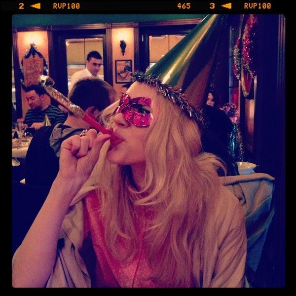 12/31/2012 tarihinde Maria K.ziyaretçi tarafından Cozy Bar&Restaurant'de çekilen fotoğraf