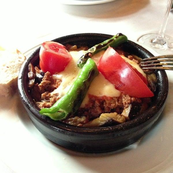 12/30/2012 tarihinde Maria K.ziyaretçi tarafından Cozy Bar&Restaurant'de çekilen fotoğraf