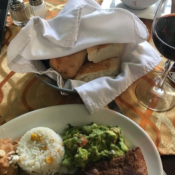 Foto tomada en Hotel Posada Santa Fe por Benjas J. el 8/24/2017