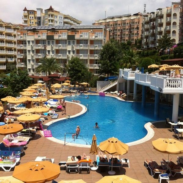 6/28/2013 tarihinde Harri S.ziyaretçi tarafından Club Paradiso Hotel & Resort'de çekilen fotoğraf