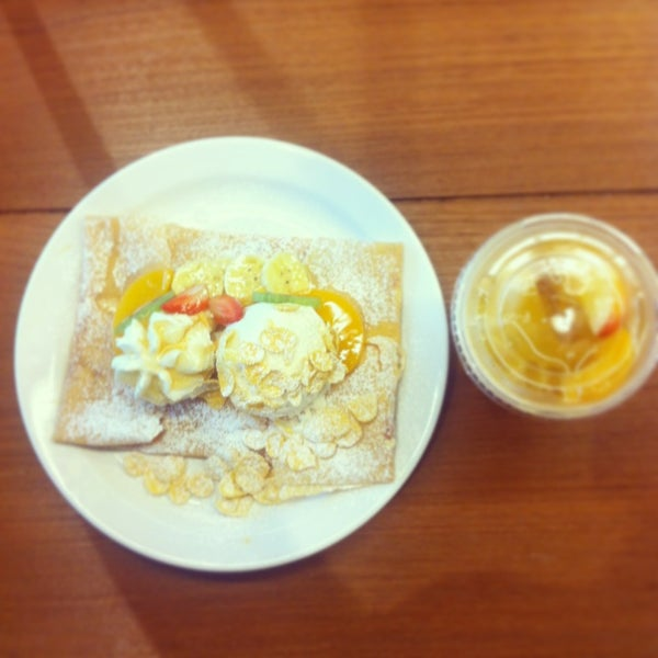 Photo taken at Vanilla Crepe Cafe by Pachabe L. on 1/27/2013