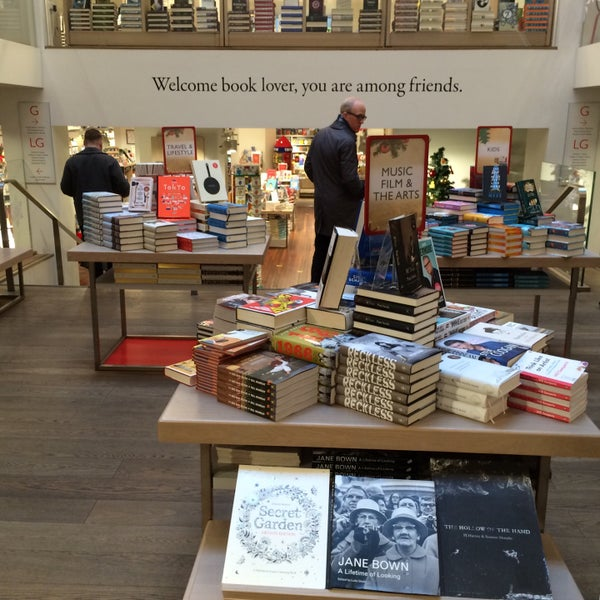 Photo taken at Foyles by Giannis D. on 11/30/2015
