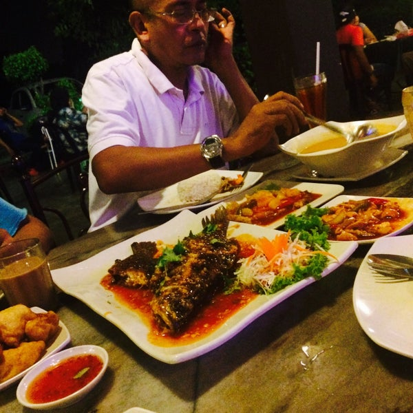 Photo taken at Malee Classic Seafood by Khairun N. on 4/10/2016