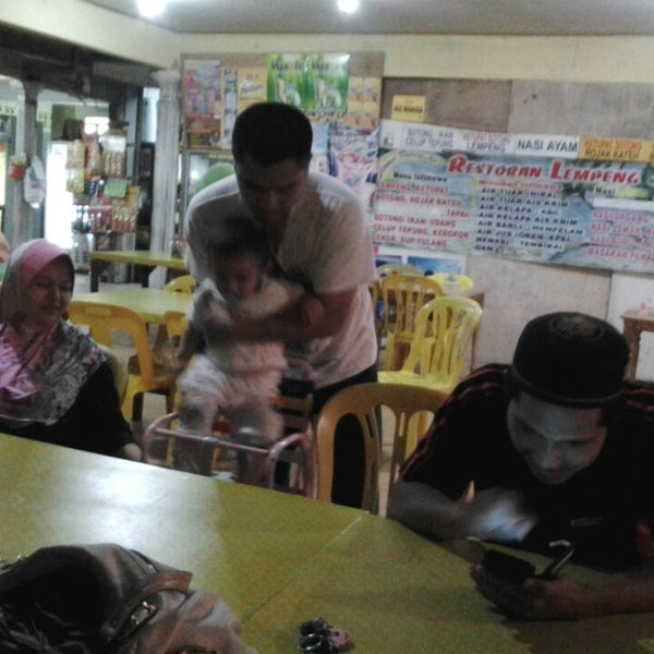 Photo taken at Restoran Lempeng by Norazmawey M. on 2/2/2014