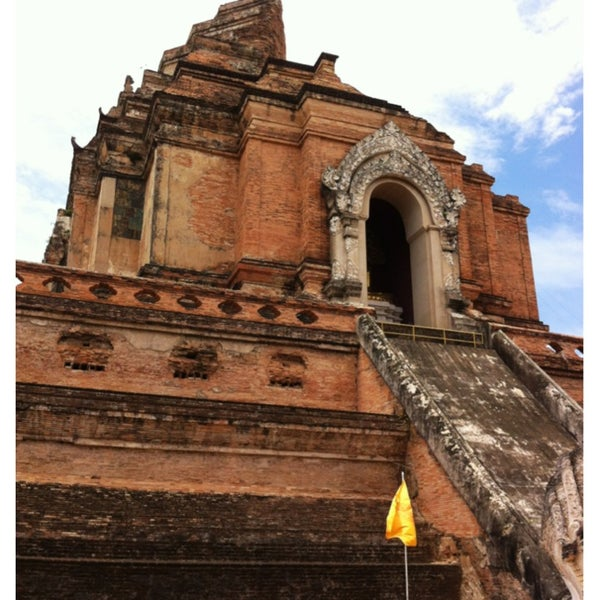 Photo taken at Wat Chedi Luang Varavihara by Alice _. on 6/10/2013