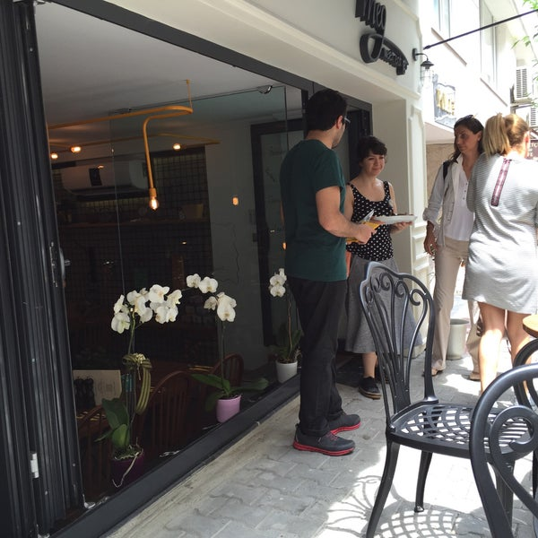 6/18/2015 tarihinde Hakan Aykutziyaretçi tarafından MEG Cafe'de çekilen fotoğraf