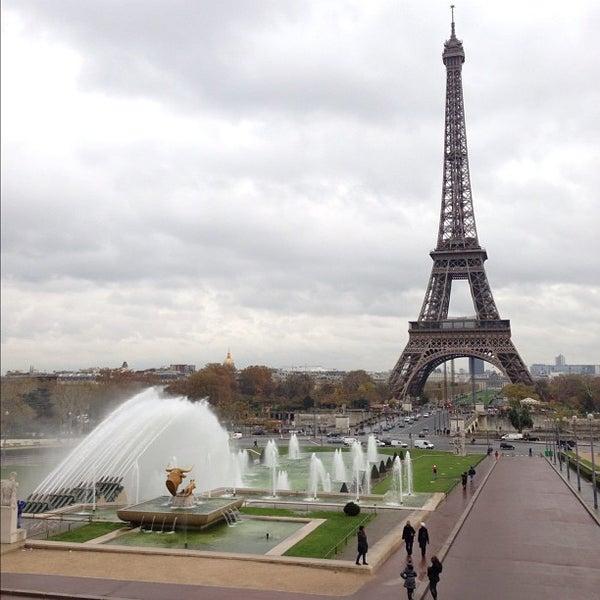 Photo prise au Place du Trocadéro par Jonathan F. le11/21/2012