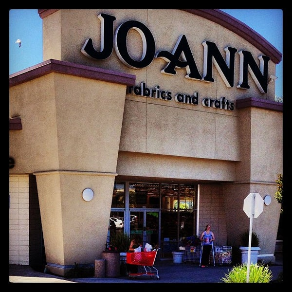Photo taken at Jo-Ann Fabric and Craft by Kouros M. on 6/29/2013
