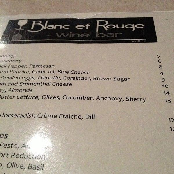 รูปภาพถ่ายที่ Blanc et Rouge โดย Kouros M. เมื่อ 11/8/2012
