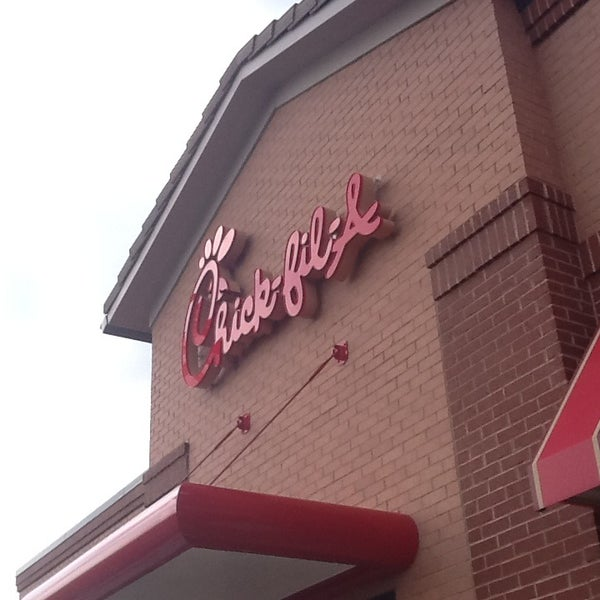 Photo taken at Chick-fil-A by Gina T. on 8/27/2013