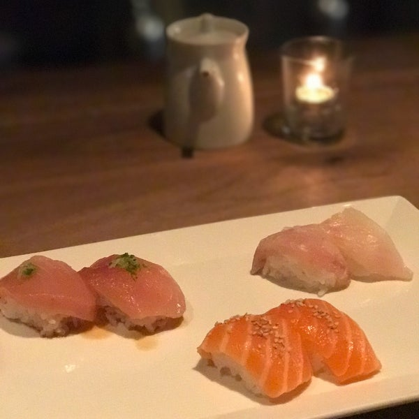 Photo taken at Sugarfish by Ángel C. on 2/21/2017