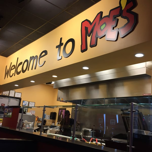 Photo taken at Moe's Southwest Grill by Eithar A. on 11/19/2015