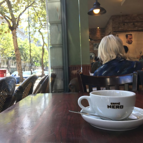 Photo taken at Caffè Nero by Slavomír S. on 9/11/2016