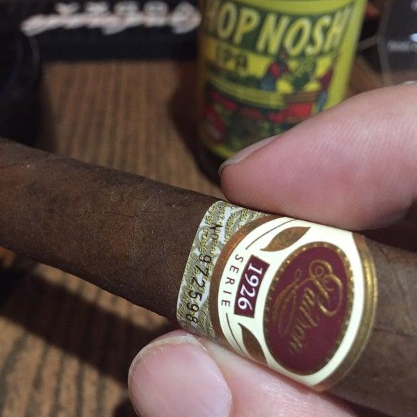 รูปภาพถ่ายที่ TG Cigars โดย Sam K. เมื่อ 12/6/2015