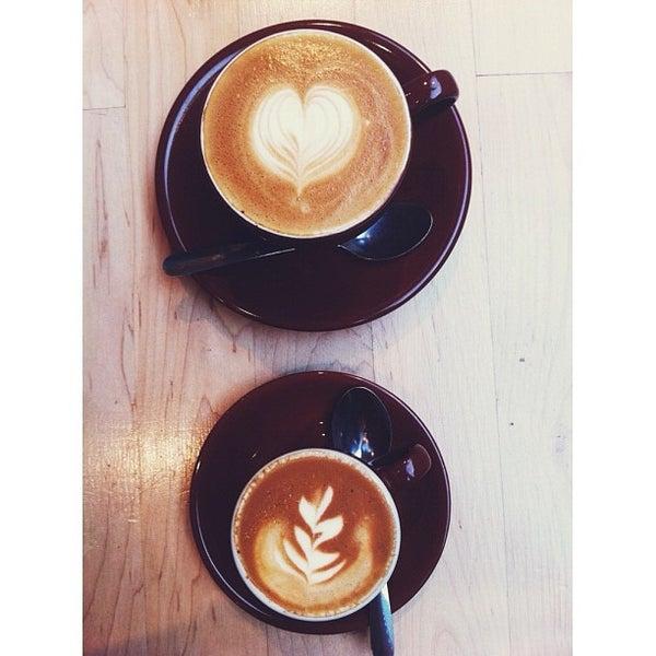 Снимок сделан в Blue Bottle Coffee пользователем Sara M. 10/2/2012