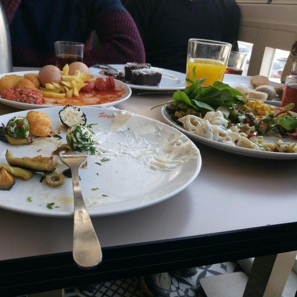 2/17/2018 tarihinde Müjdat B.ziyaretçi tarafından Seyir Cafe'de çekilen fotoğraf