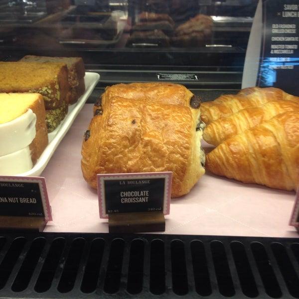Photo taken at Starbucks by Cassaundra H. on 7/11/2014
