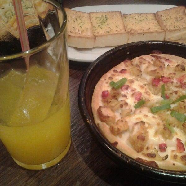 Photo taken at Pizza Hut by Jefri E. on 10/26/2014