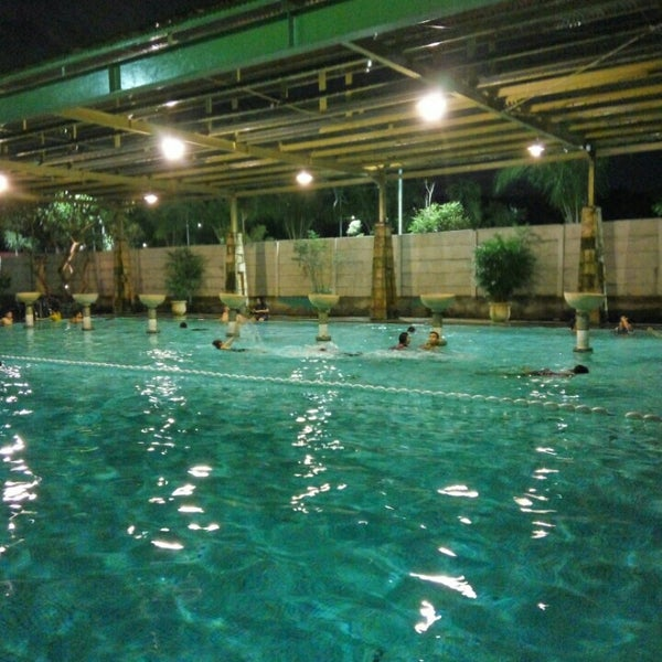 Photo taken at Graha Residence Swimming Pool by Achmad A. on 5/10/2016