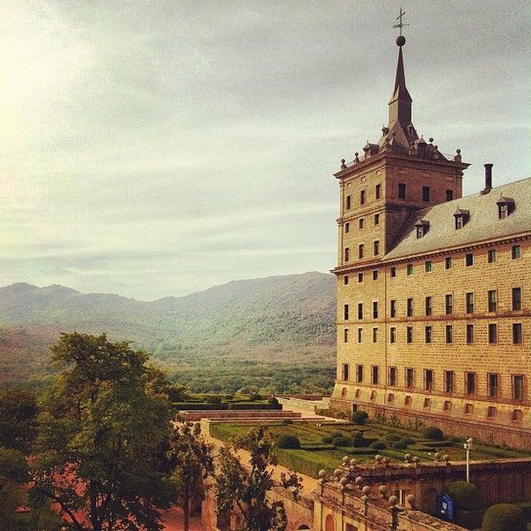 Photo taken at Monasterio de San Lorenzo de El Escorial by Omar T. on 10/6/2012