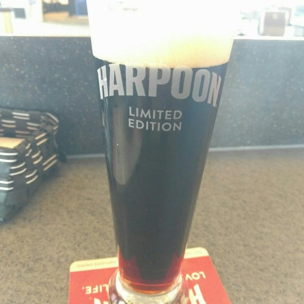 Photo taken at Harpoon Tap Room by Kilka G. on 9/14/2016