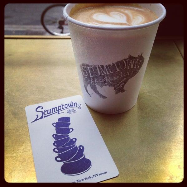 Photo taken at Stumptown Coffee Roasters by Leslie on 7/4/2013