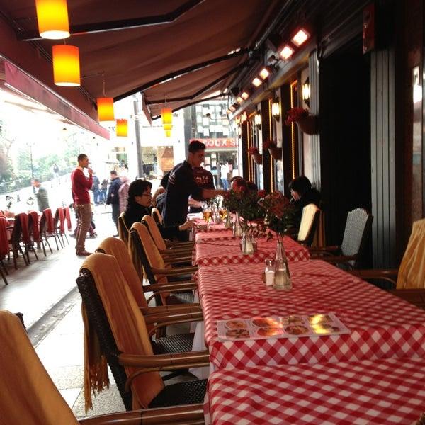 1/2/2013 tarihinde Daniil N.ziyaretçi tarafından Cozy Bar&Restaurant'de çekilen fotoğraf