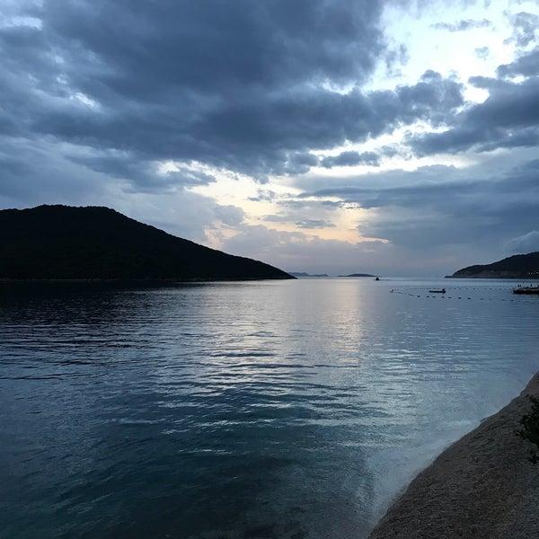 Das Foto wurde bei Olympos Mocamp Beach Club von Deniz Mehmet K. am 6/15/2018 aufgenommen