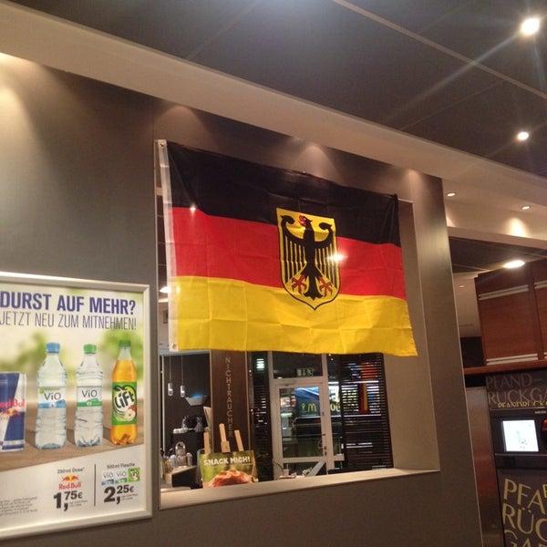 Снимок сделан в McDonald's пользователем Ashley W. 7/6/2014