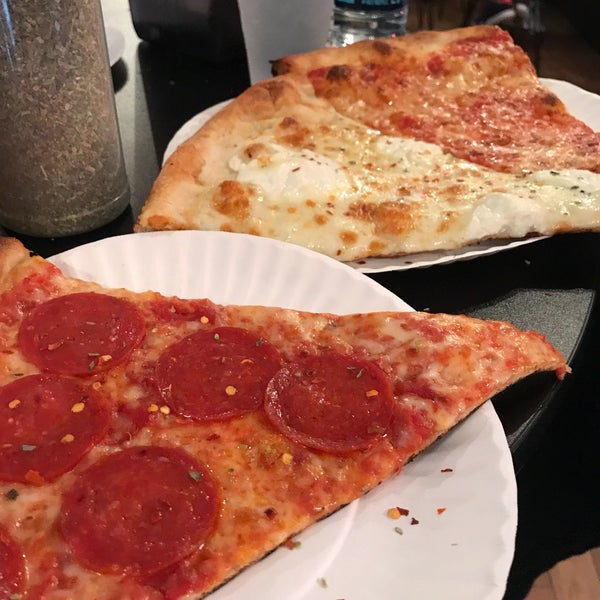 Foto tomada en Joe's Pizza por Andrew K. el 9/16/2017