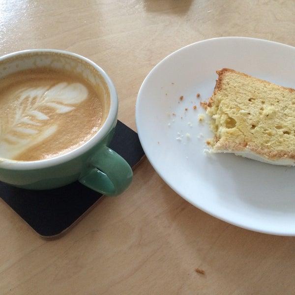Самый лучший кофе на Подоле. Есть круассаны и вкусный лимонный пирог
