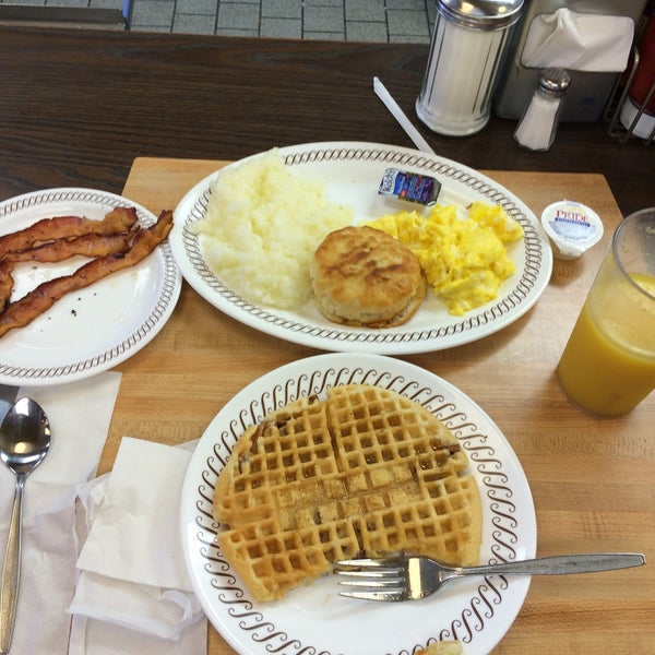 Photo taken at Waffle House by Phil M. on 10/17/2015