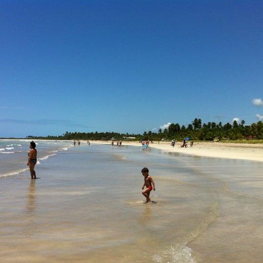 Foto tirada no(a) Praia de Paripueira por Conrado R. em 10/21/2012