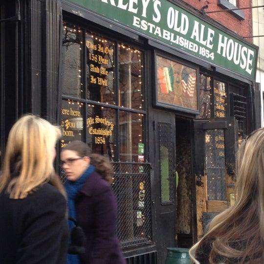 Photo prise au McSorley's Old Ale House par Michele D. le12/15/2012