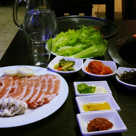Снимок сделан в Korean BBQ гриль пользователем Anna B. 1/30/2016