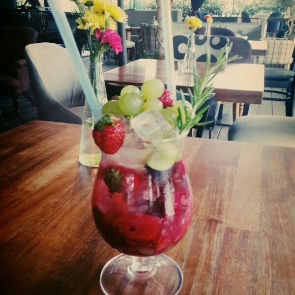 6/8/2014 tarihinde Tayfun A.ziyaretçi tarafından Eat'n Joy'de çekilen fotoğraf