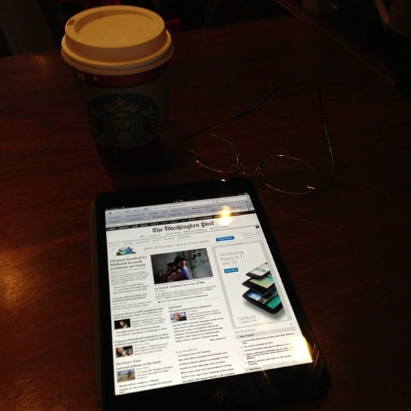 Photo taken at Starbucks by David W. on 11/20/2012