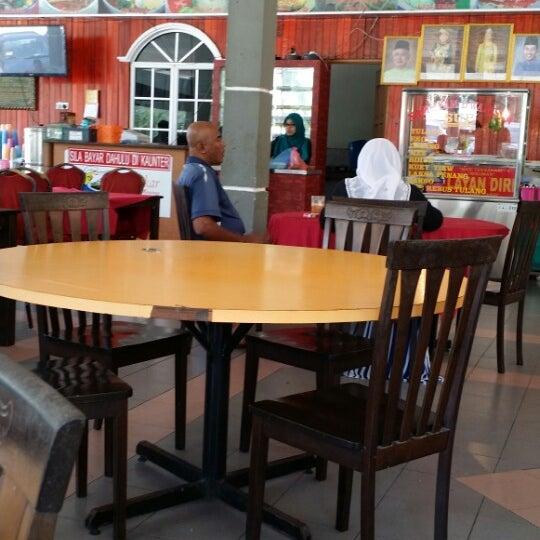 Photo taken at Restoran D'Warisan by Samsudin I. on 2/13/2015
