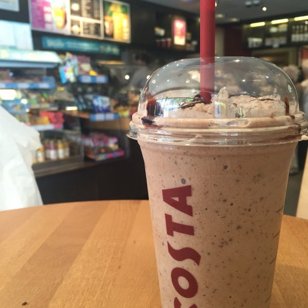 Photo taken at Costa Coffee by Fazy A. on 5/9/2016