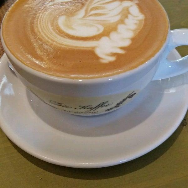 Das Foto wurde bei Die Kaffee Privatrösterei von Jacques A. am 12/27/2016 aufgenommen
