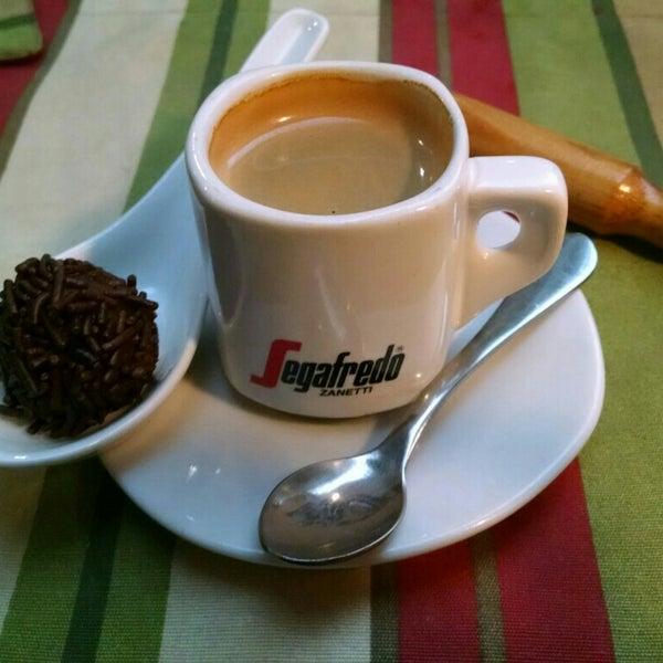 Levar um papo com o garçon, sr. Madrugada, e tomar um café expresso com brigadeiro após o almoço.
