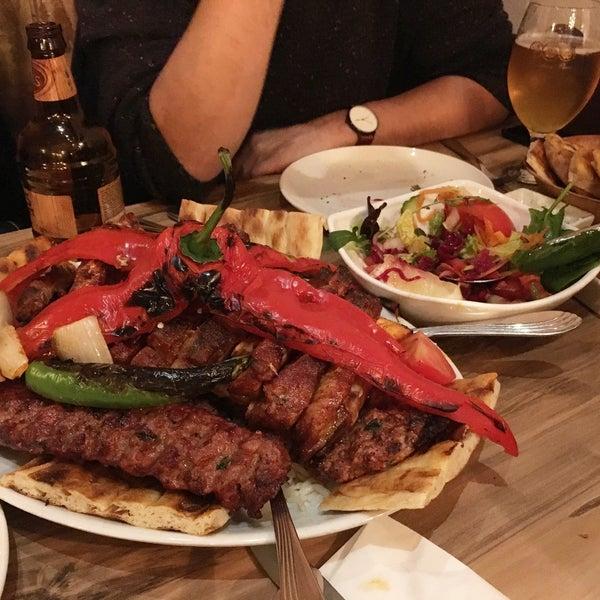 3/11/2018 tarihinde Phương M.ziyaretçi tarafından Hala Restaurant'de çekilen fotoğraf