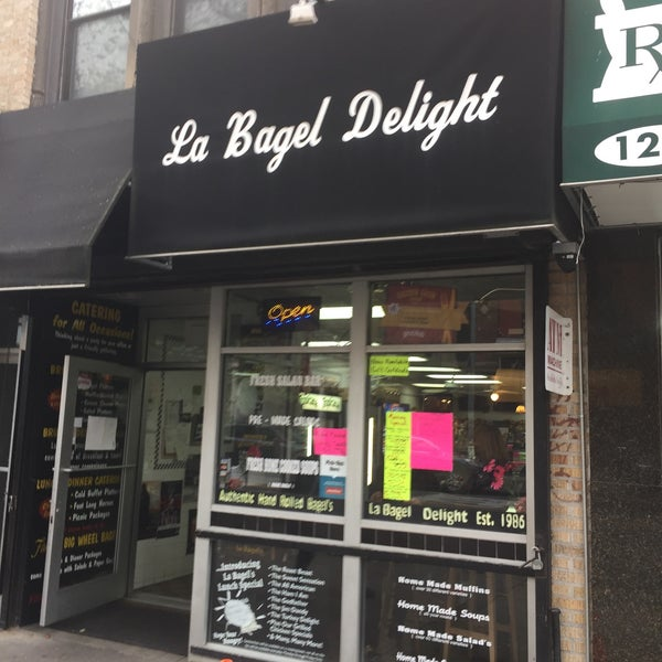 Photo taken at La Bagel Delight by Scott Kleinberg on 11/9/2016