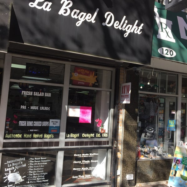 Photo taken at La Bagel Delight by Scott Kleinberg on 11/1/2016