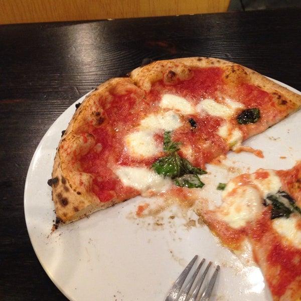 Foto scattata a Pizza CS da Lauren Y. il 11/22/2013